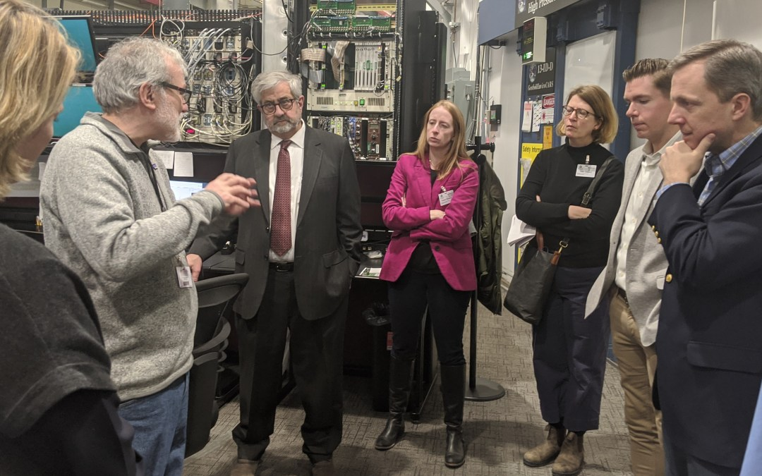 GSECARS Hosts Tour for UofC Groups
