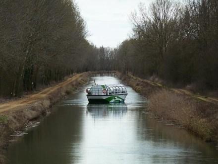 Navegando por el canal.