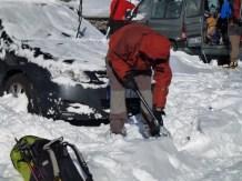 Paleando la nieve del coche! (por Miguel)