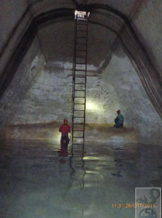 l'interno della cisterna da S. Sullo sfondo il terrazzino settentrionale