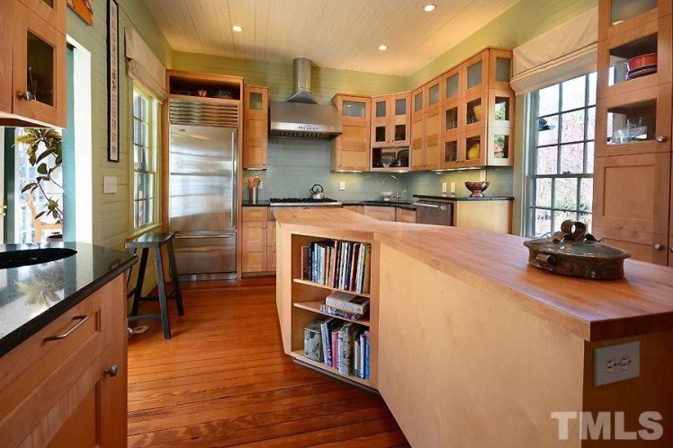 2440 glencoe street kitchen.jpg