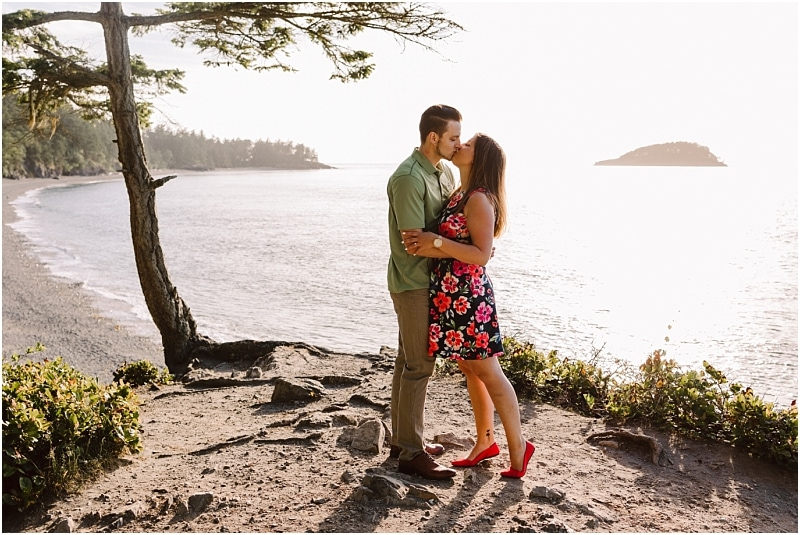 deception pass adventure engagement girl in short dress and guy in green shirt