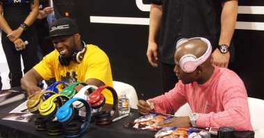 - 50 Cent pushes SMS Audio - 50 Cent - Money Mayweather - CES 2012 - Signs Autographs 2