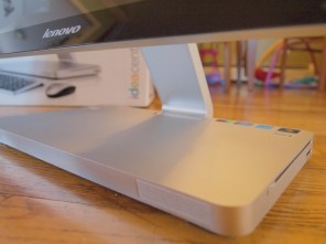 Lenovo IdeaCentre A720: An All In One PC - Base / Stand