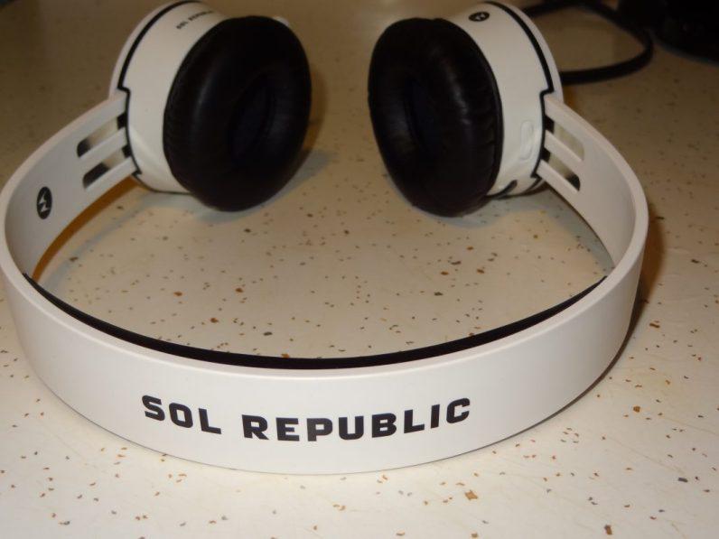 SOL REPUBLIC x Motorola Tracks AIR (2)