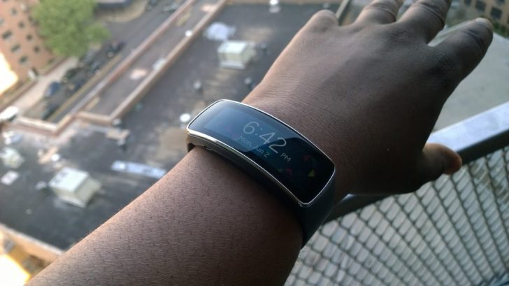 Samsung Gear Fit (2)