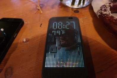HTC One M8 Dot View Case Theme