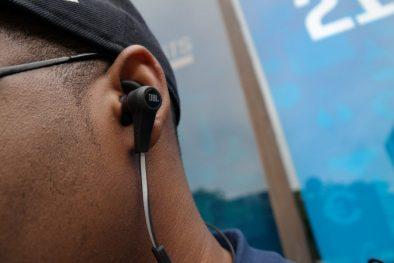 JBL-Synchros-Reflect-BT-Headphones-3