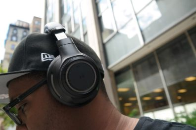 Plantronic-Backbeat-PRO-vs-Backbeat-SENSE-Headphones On Ear 2