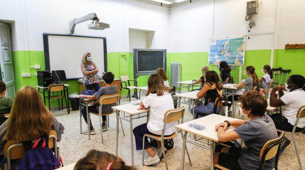 Nonno di Messina positivo al Coronavirus, 5 nipoti in isolamento: tensione  nelle scuole