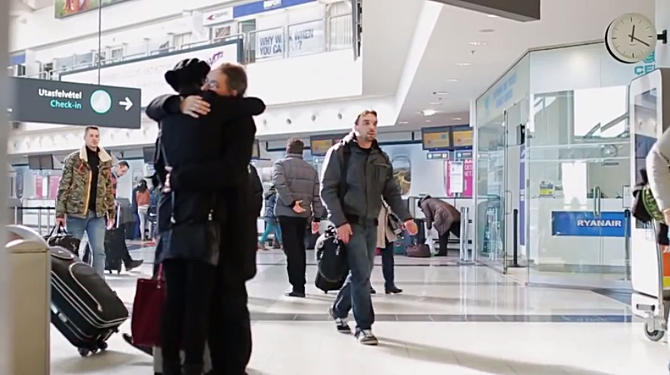 Így telt a Valentin-nap a repülőtéren