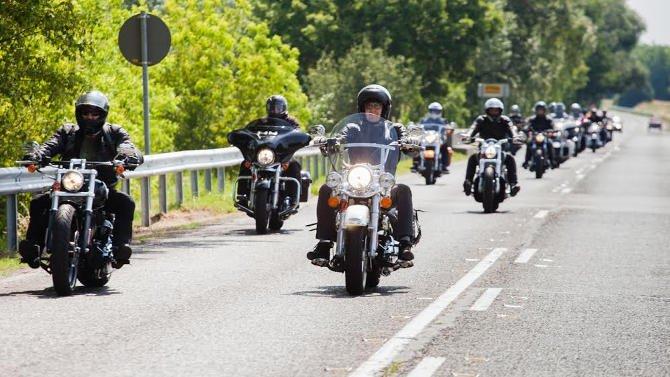 Harley-Davidson motoros túra