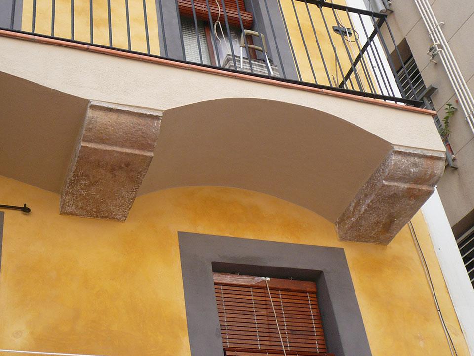 Detalle balcón piedra rehabilitado