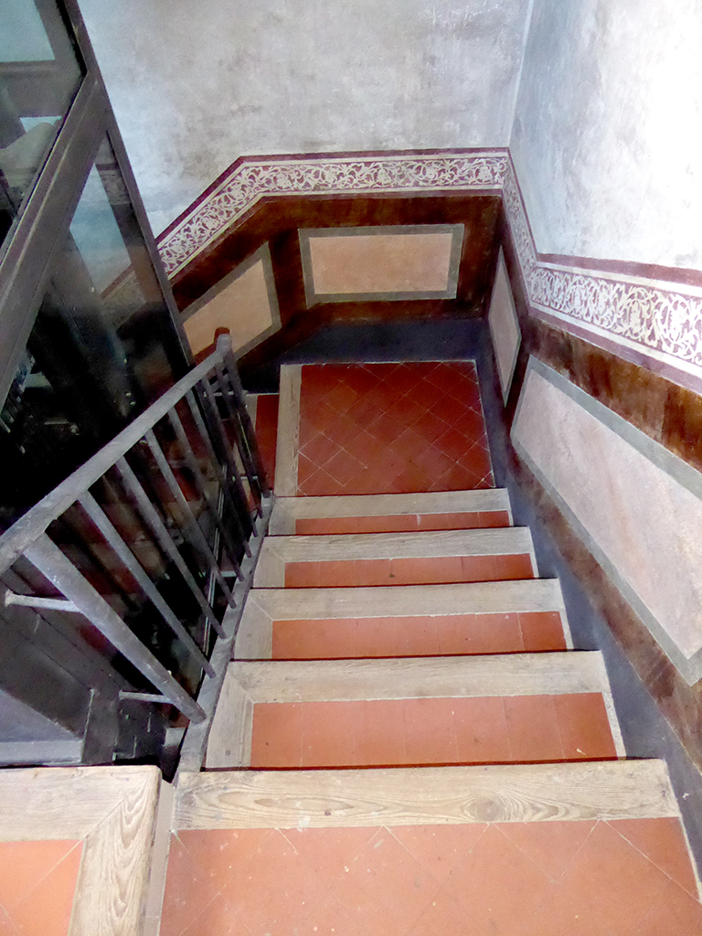 Escalera reformada Sant Antoni Abad, 13 GTA Europa
