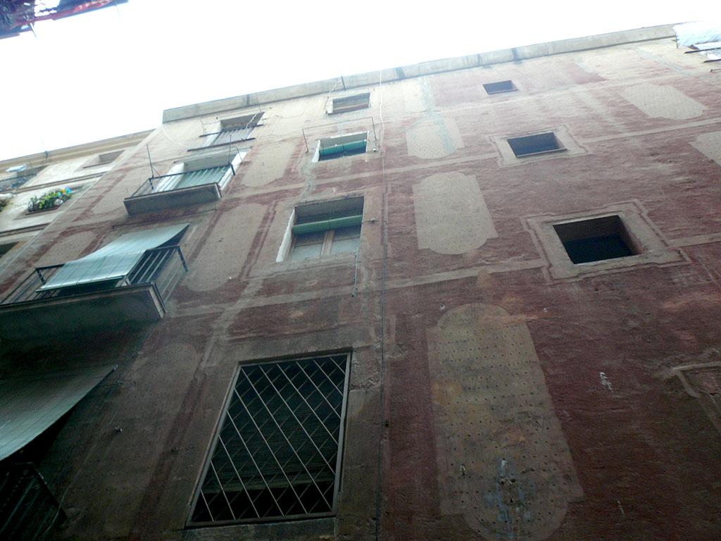 Fachada esgrafiados geométricos antes de la rehabilitación
