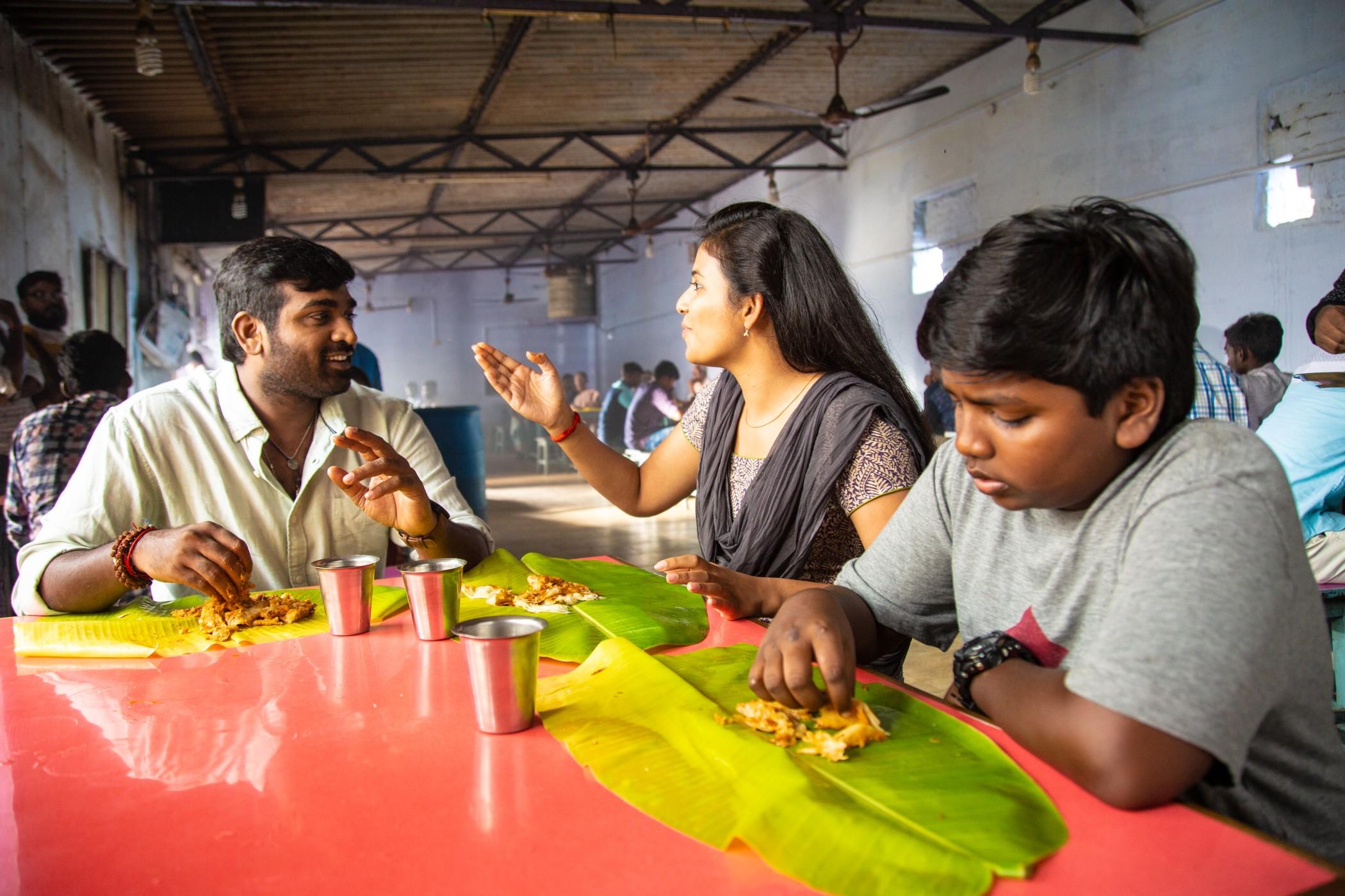 சிந்துபாத் செட்டில் மகனுடன் மோதிய விஜய்சேதுபதி வீடியோ
