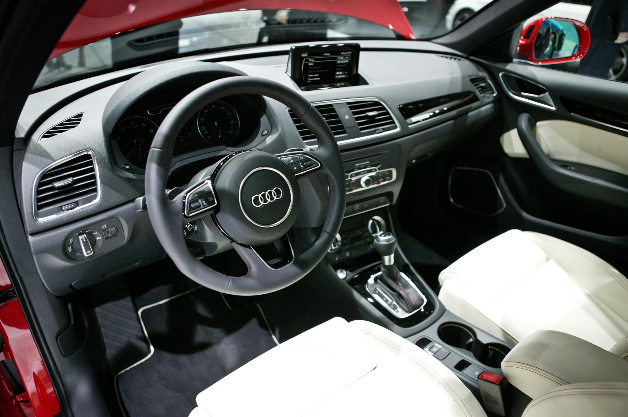 2015 Audi Q3 Dashboard and Cockpit