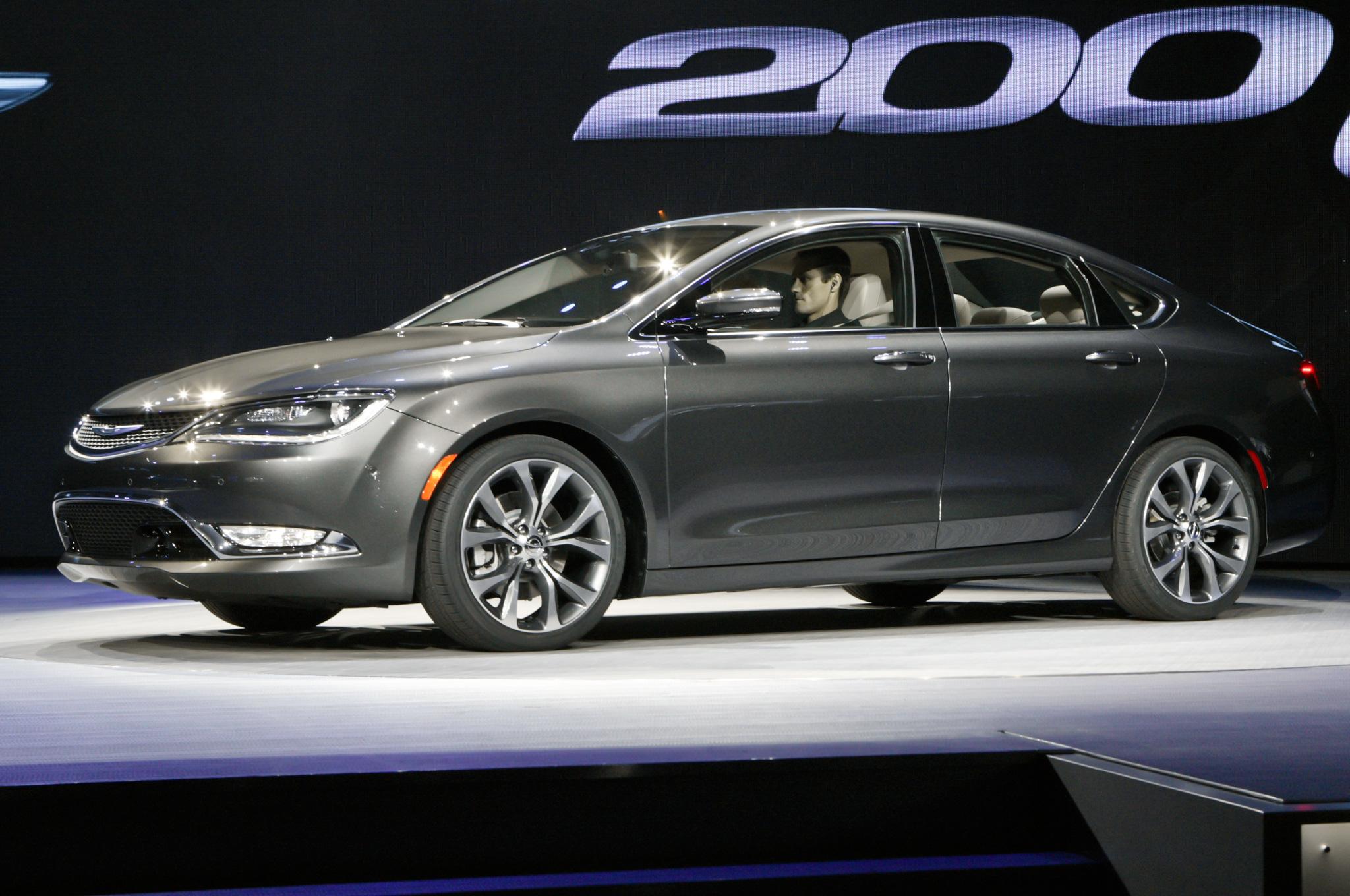 2015 Chrysler 200 Side View
