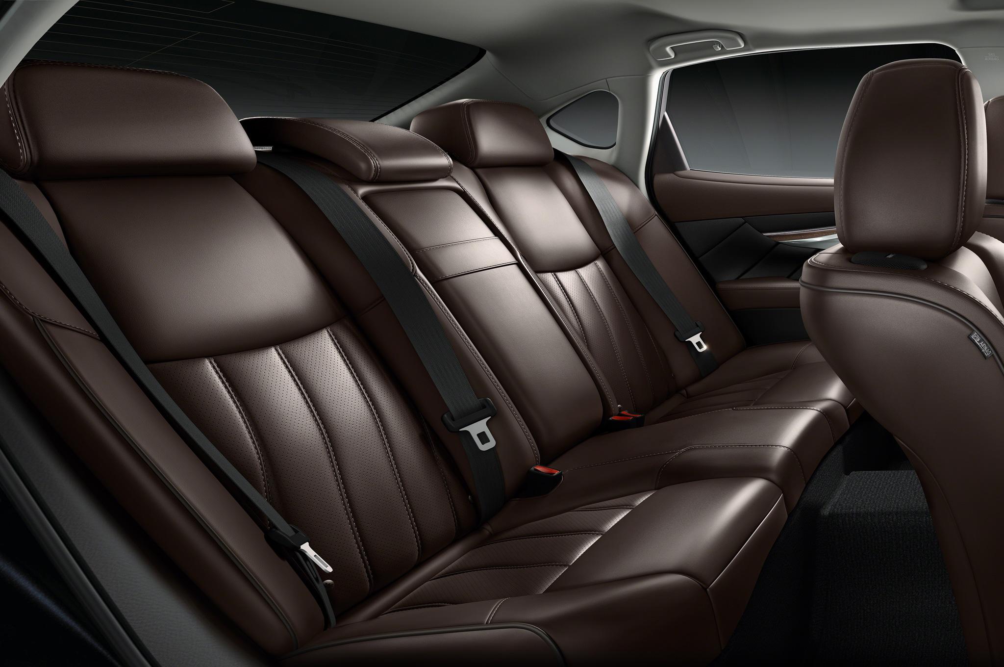 2015 Infiniti Q70L Rear Seat Interior