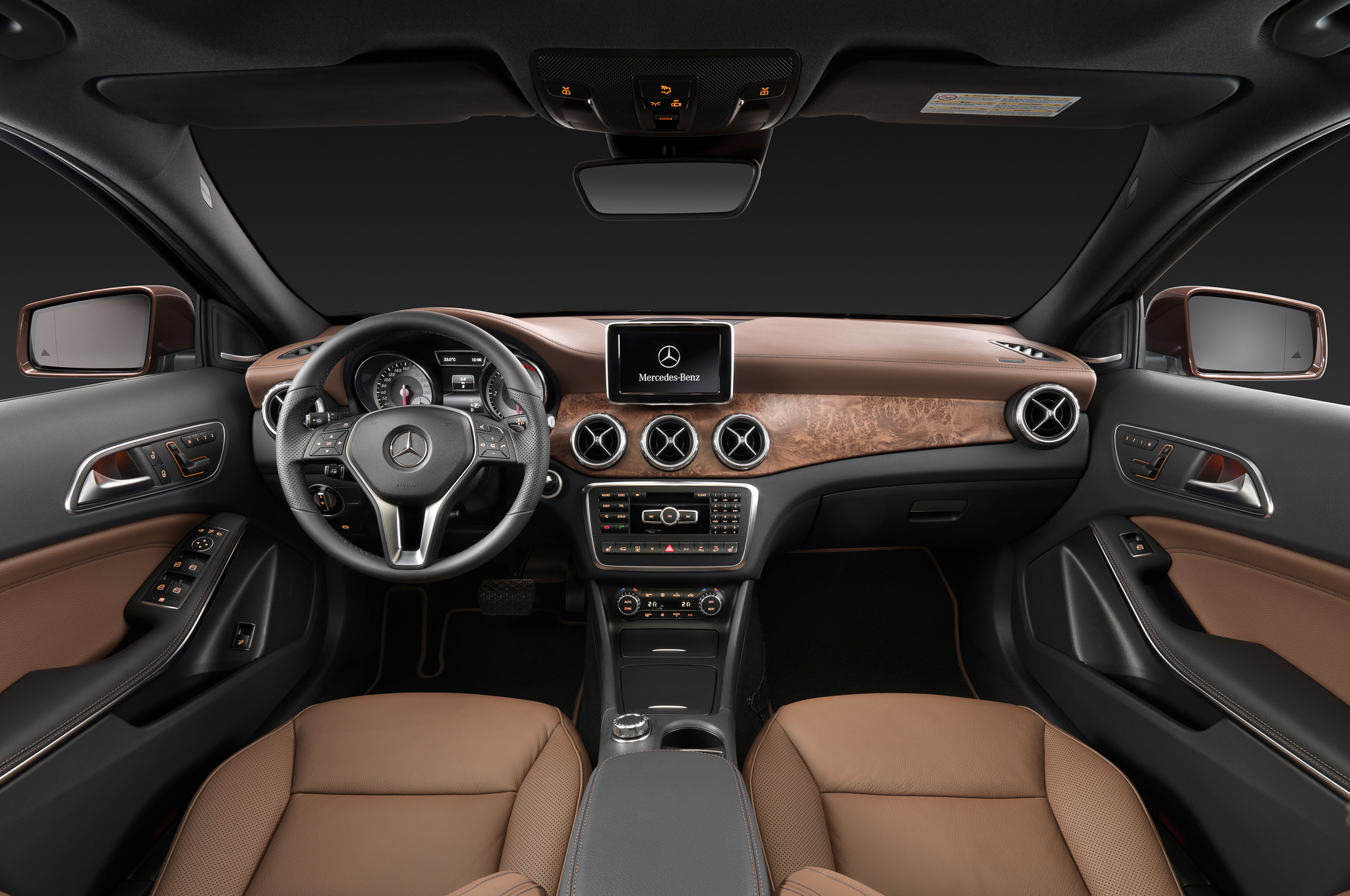 2015 Mercedes-Benz GLA-Class Luxury Dashboard and Cockpit