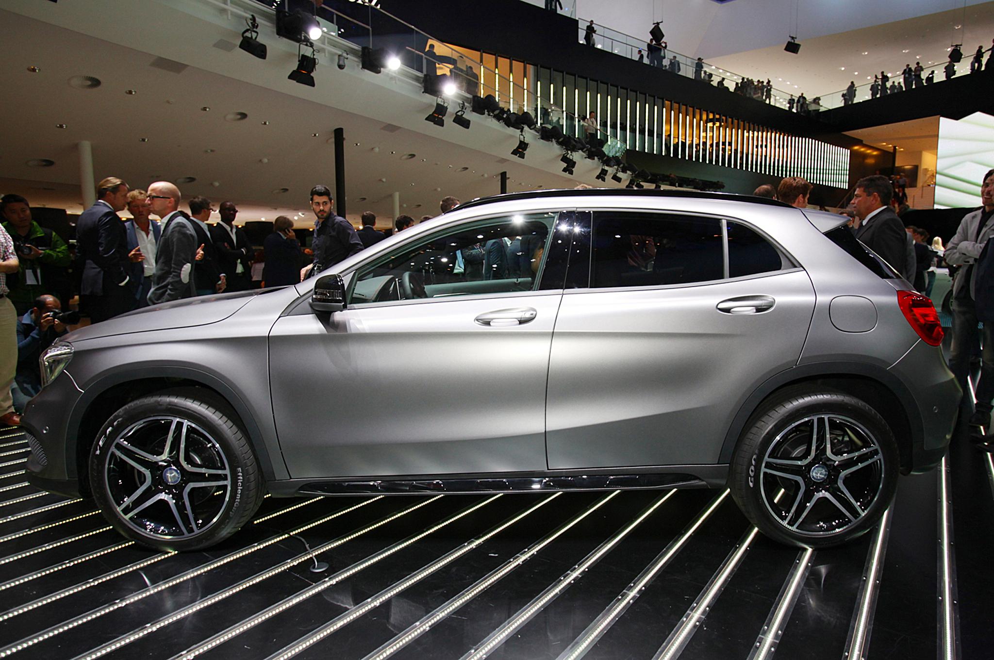 2015 Mercedes-Benz GLA-Class Side End Design
