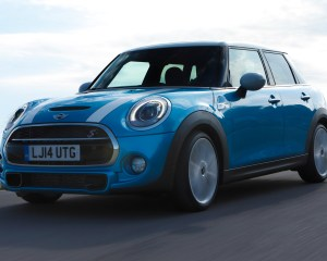 2015 Mini Cooper Hardtop 4-Door Front Profile