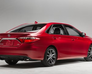 2015 Toyota Camry Rear Side Profile