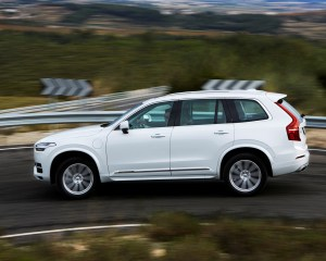 2016 Volvo XC90 T8 Side Exterior