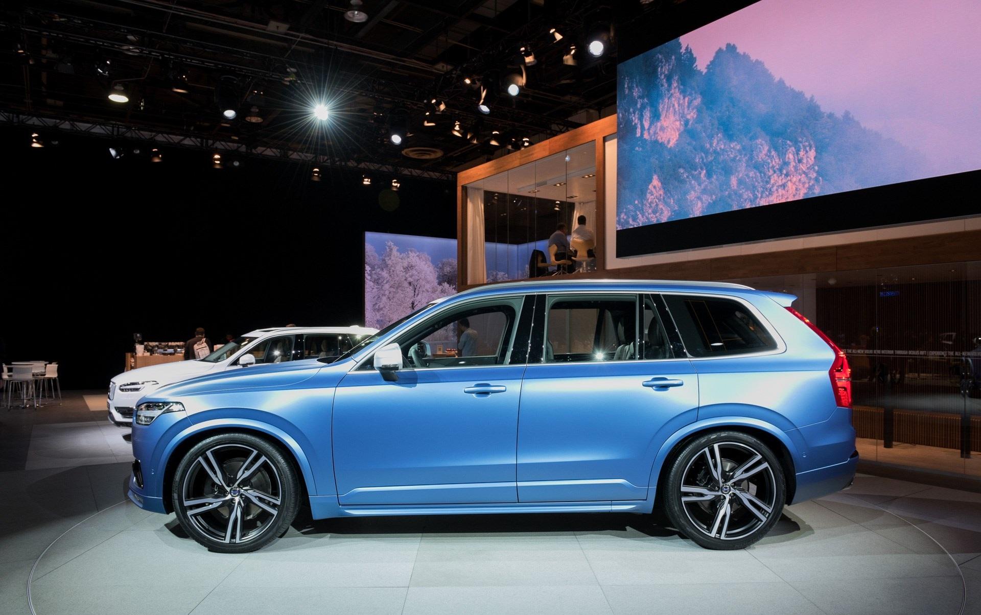 2016 Volvo Xc90 R-Design Left Side Photo