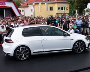 2016 Volkswagen Golf GTI Clubsport New Features