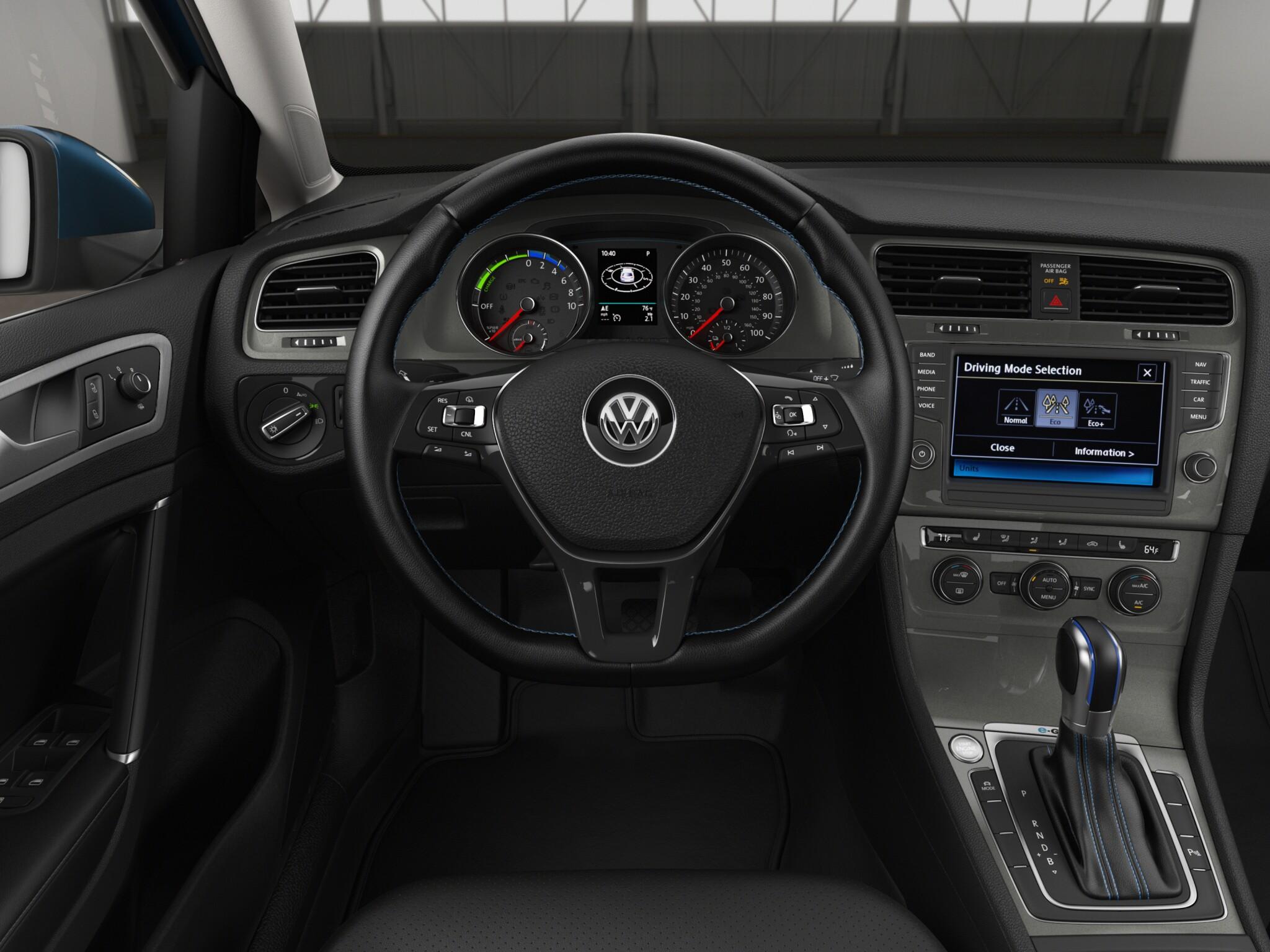 2016 Volkswagen e-Golf Cockpit and Speedometer
