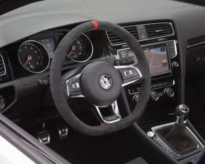 Volkswagen Golf GTI Clubsport Streering and Speedometer