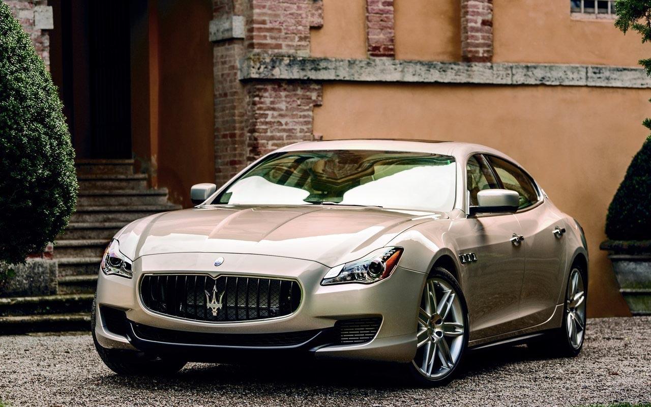 Front Exterior: 2015 Maserati GranTurismo