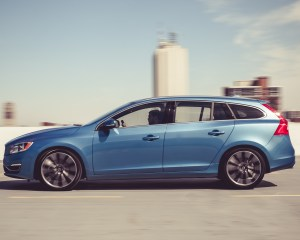 2015 Volvo V60 Test Side View