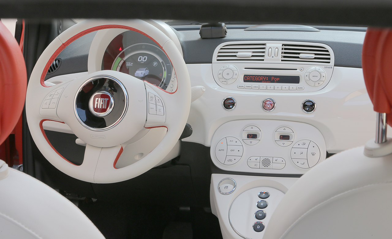2015 FIAT 500e Interior Steering and Dashboard