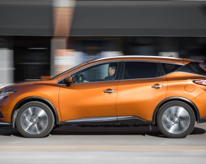 2015 Nissan Murano Platinum AWD Test Side View