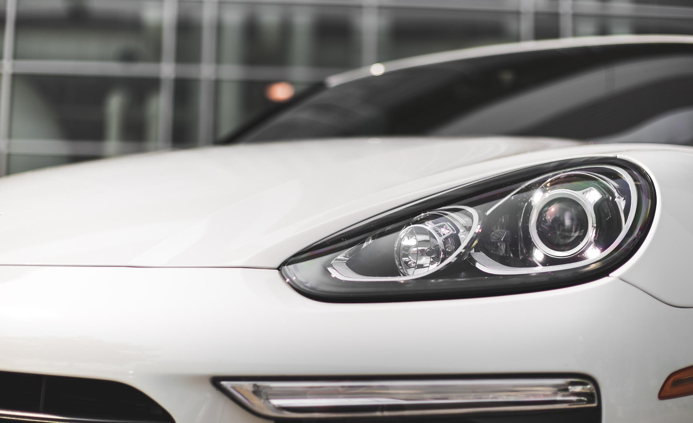 2015 Porsche Cayenne S E-Hybrid Exterior Left Headlamp