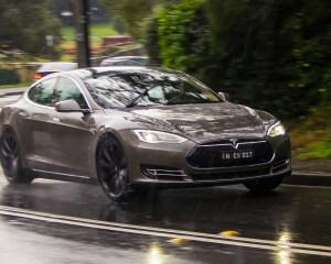 2015 Tesla Model S P85D Performance Test