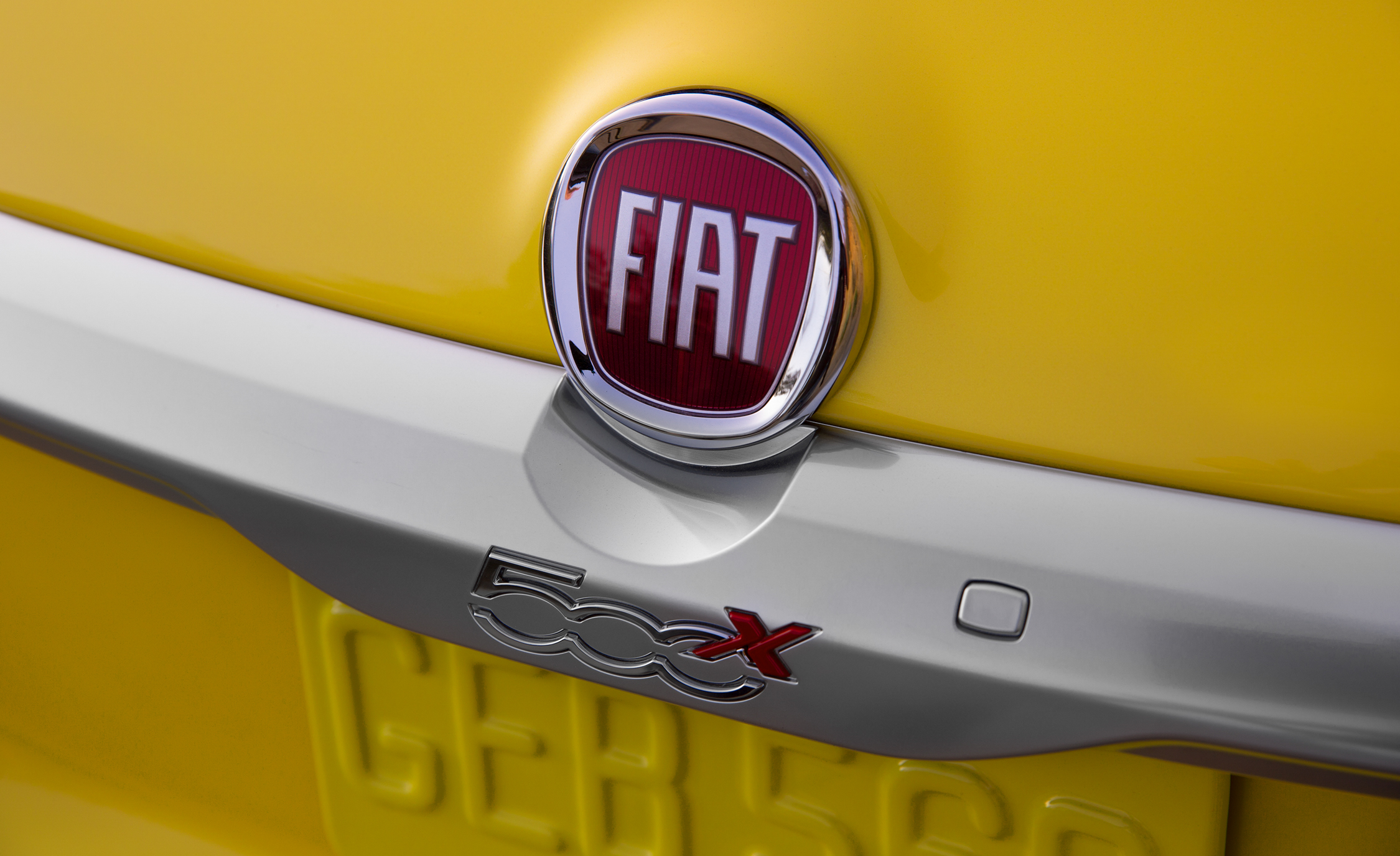 2016 Fiat 500X Trekking Plus Yellow Exterior Rear Emblem
