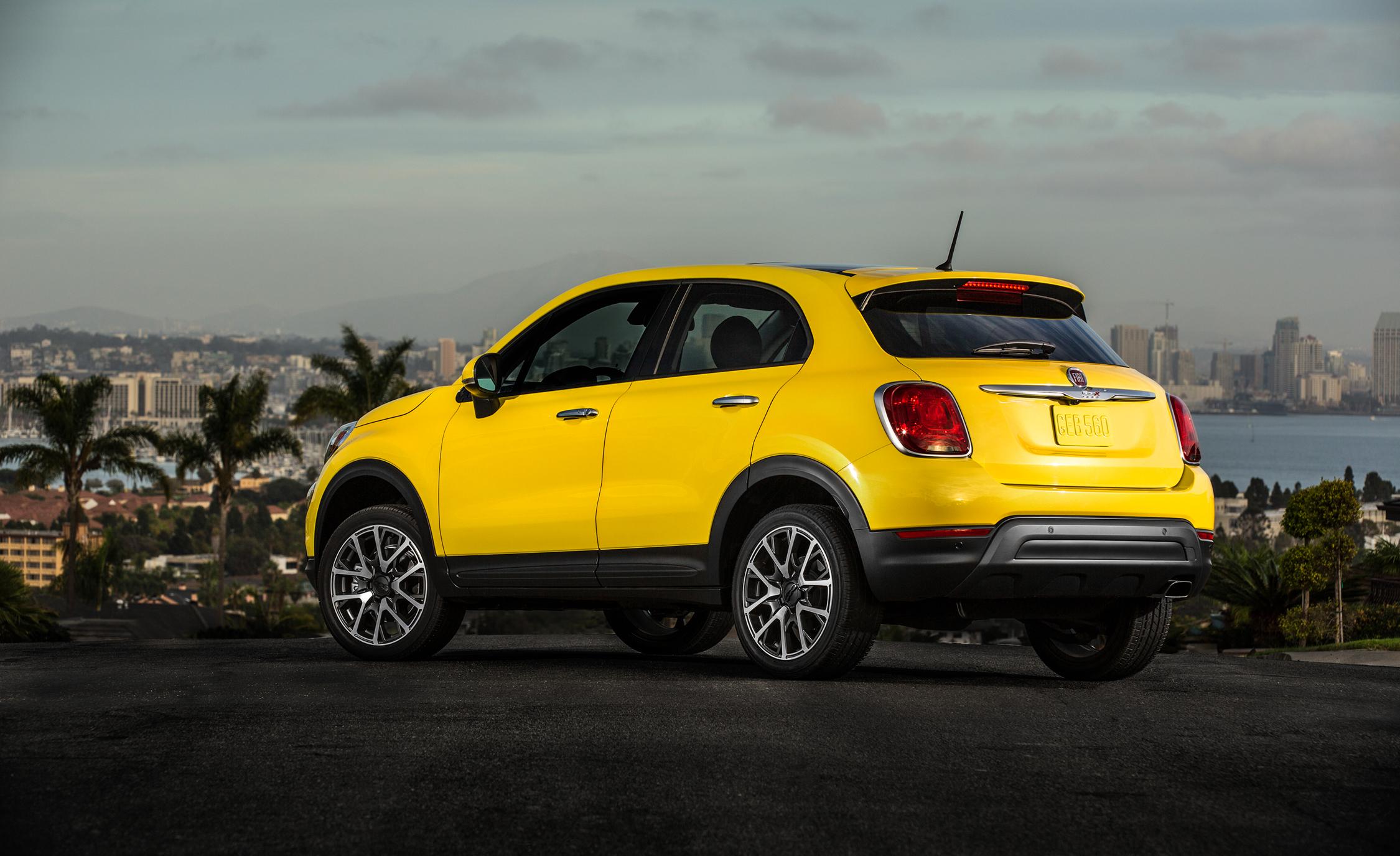 2016 Fiat 500X Trekking Plus Yellow Exterior Rear Side View