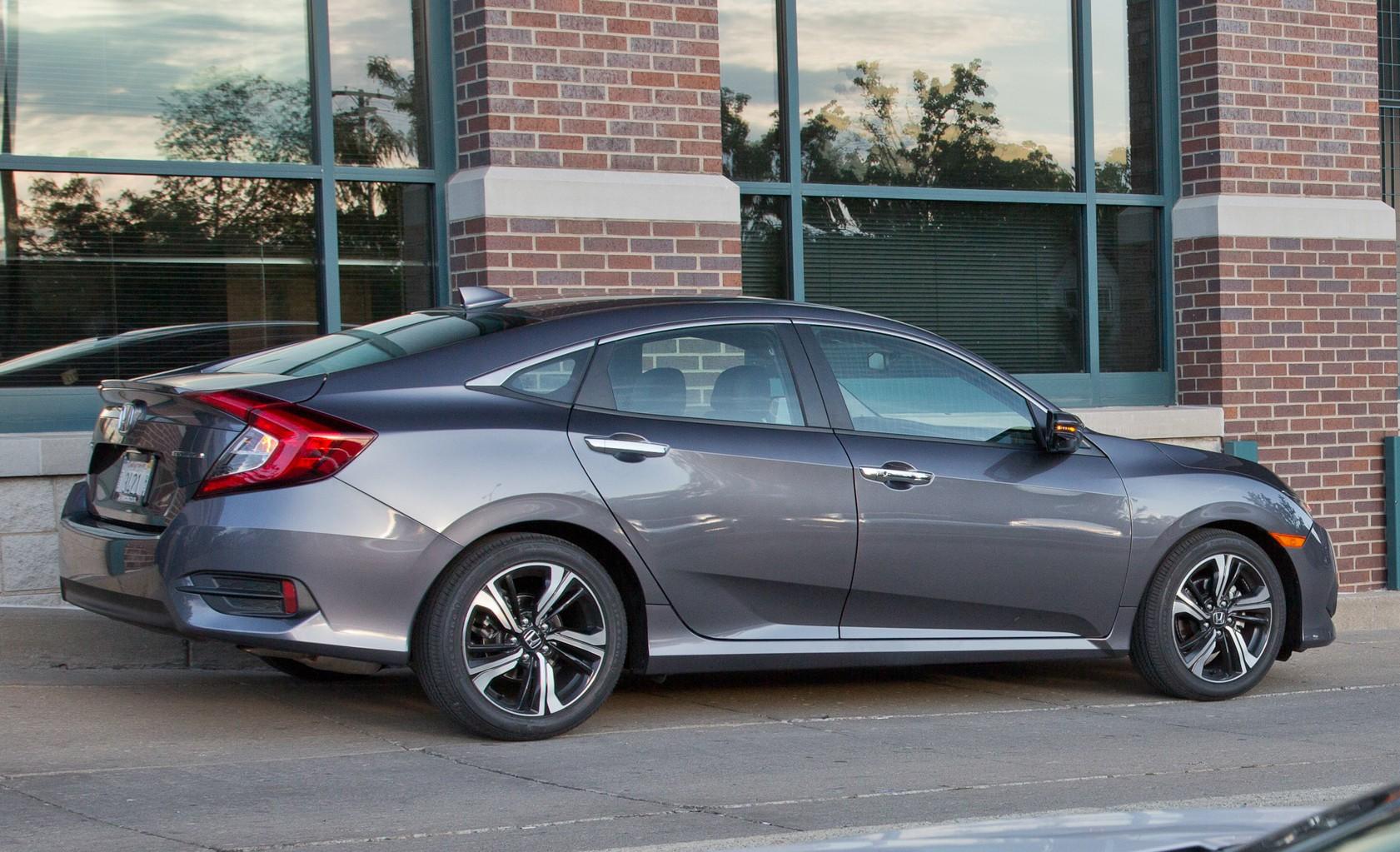 2016 Honda Civic Touring Exterior Side