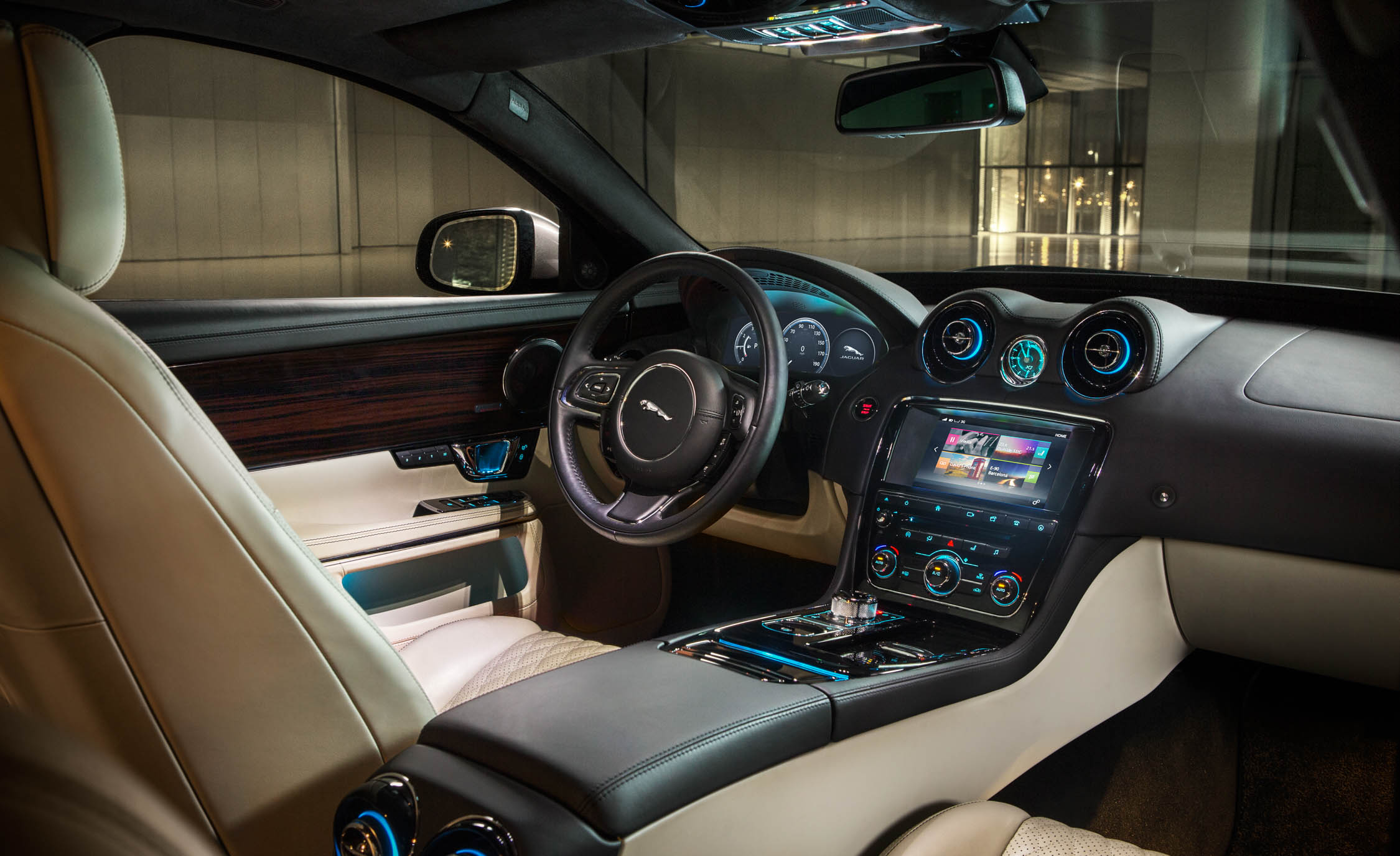 2016 Jaguar XJL Cockpit Interior