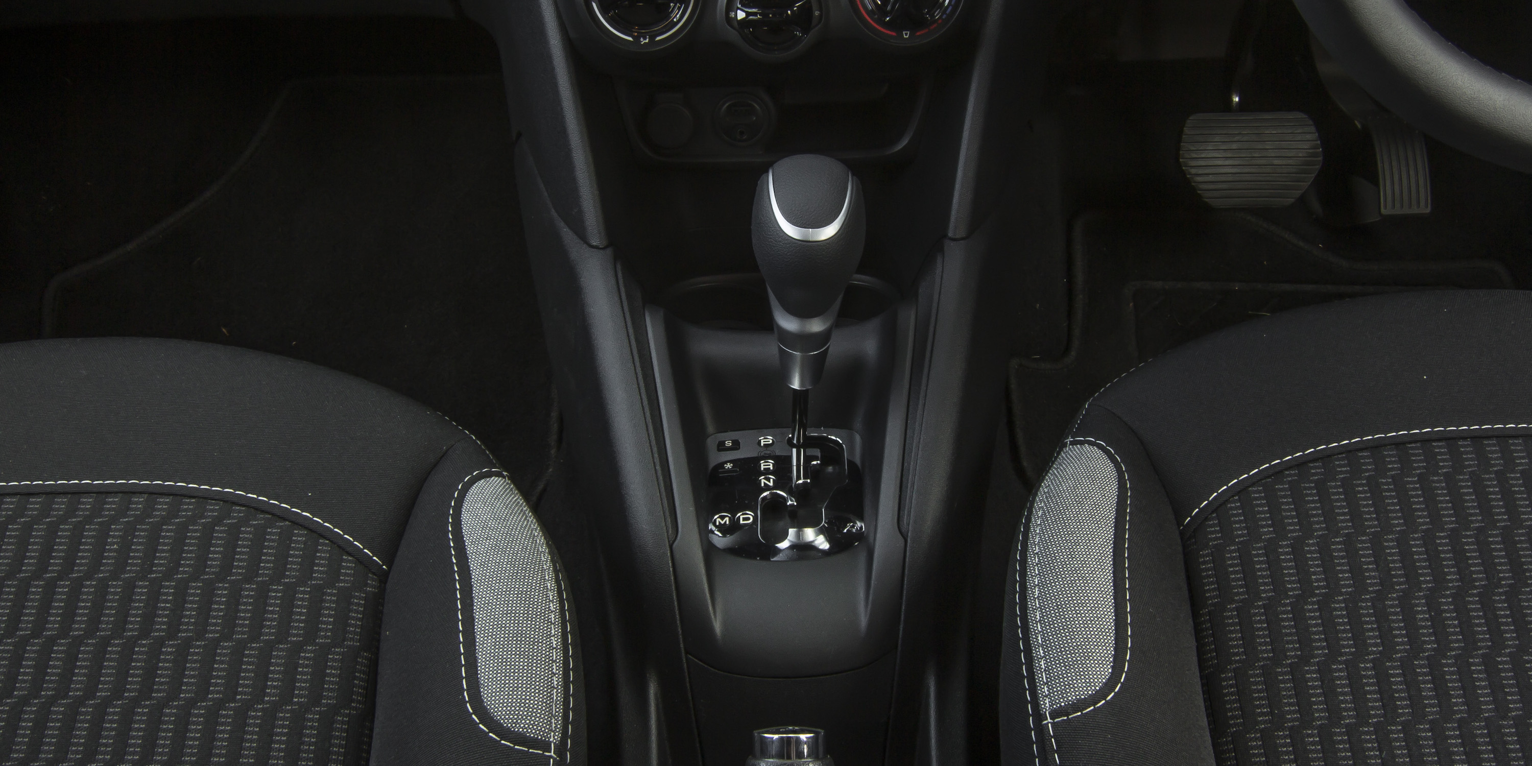 2016 Peugeot 208 Active Gear Shift Knob