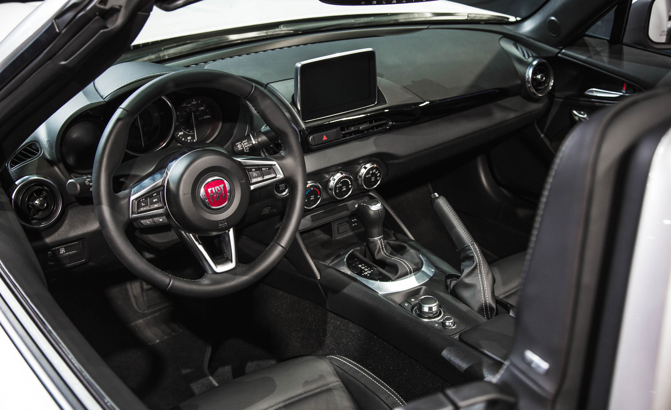 2017 Fiat 124 Spider Interior Cockpit and Dashboard