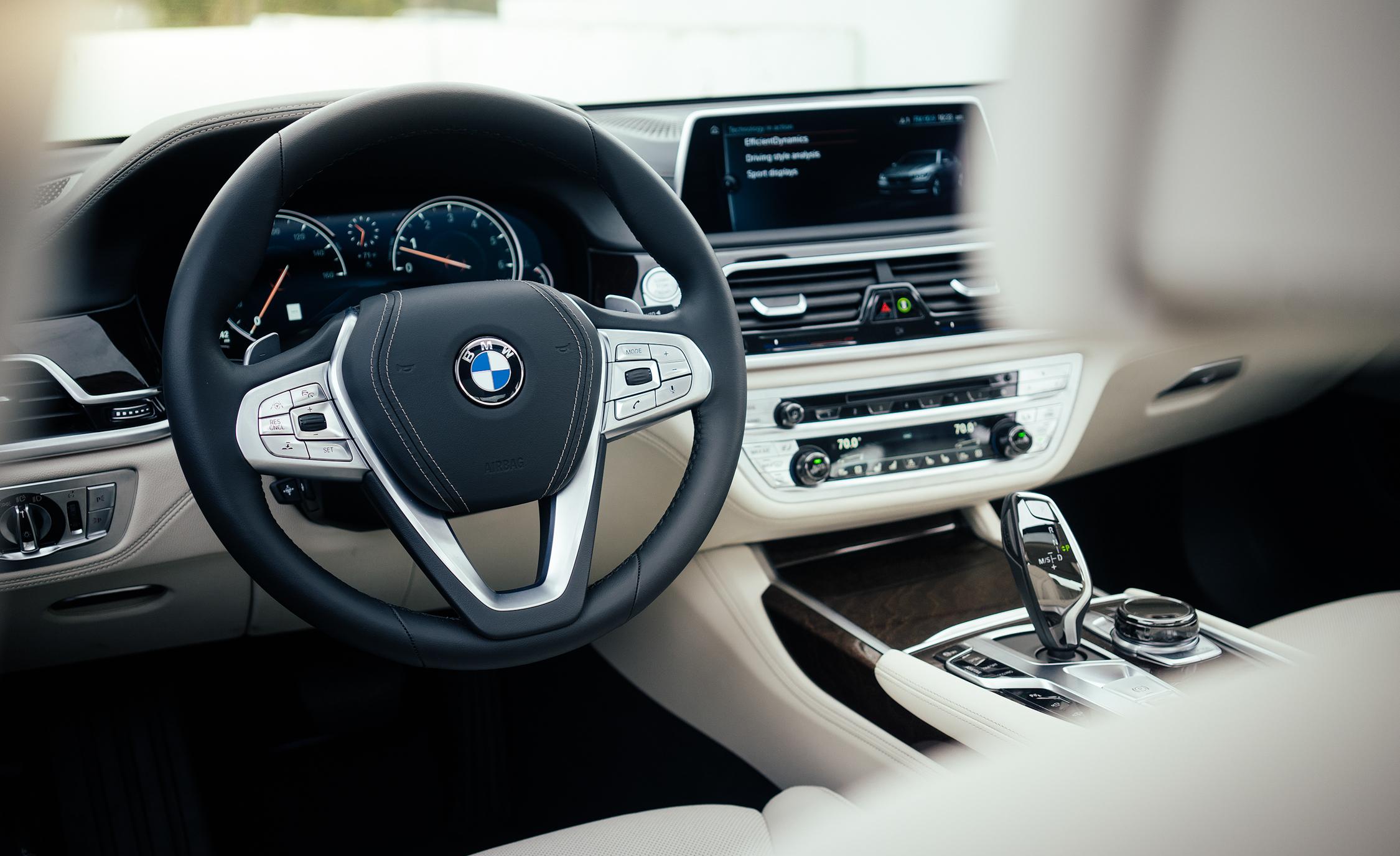 2016 BMW 750i xDrive Interior Cockpit