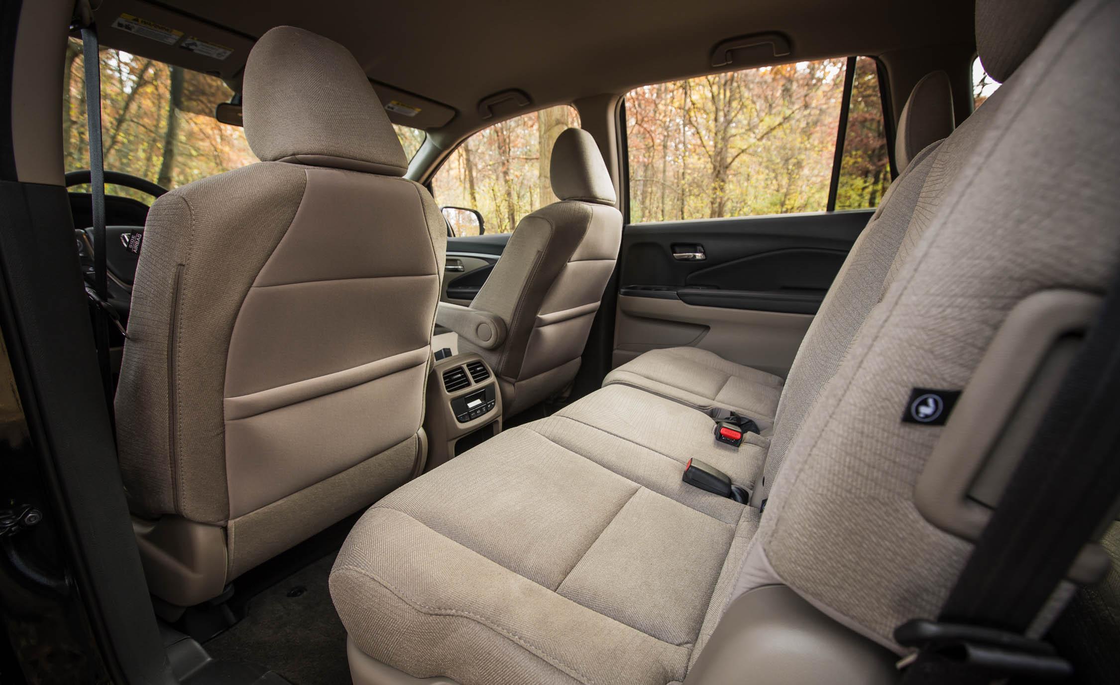 2016 Honda Pilot EX FWD Interior Middle