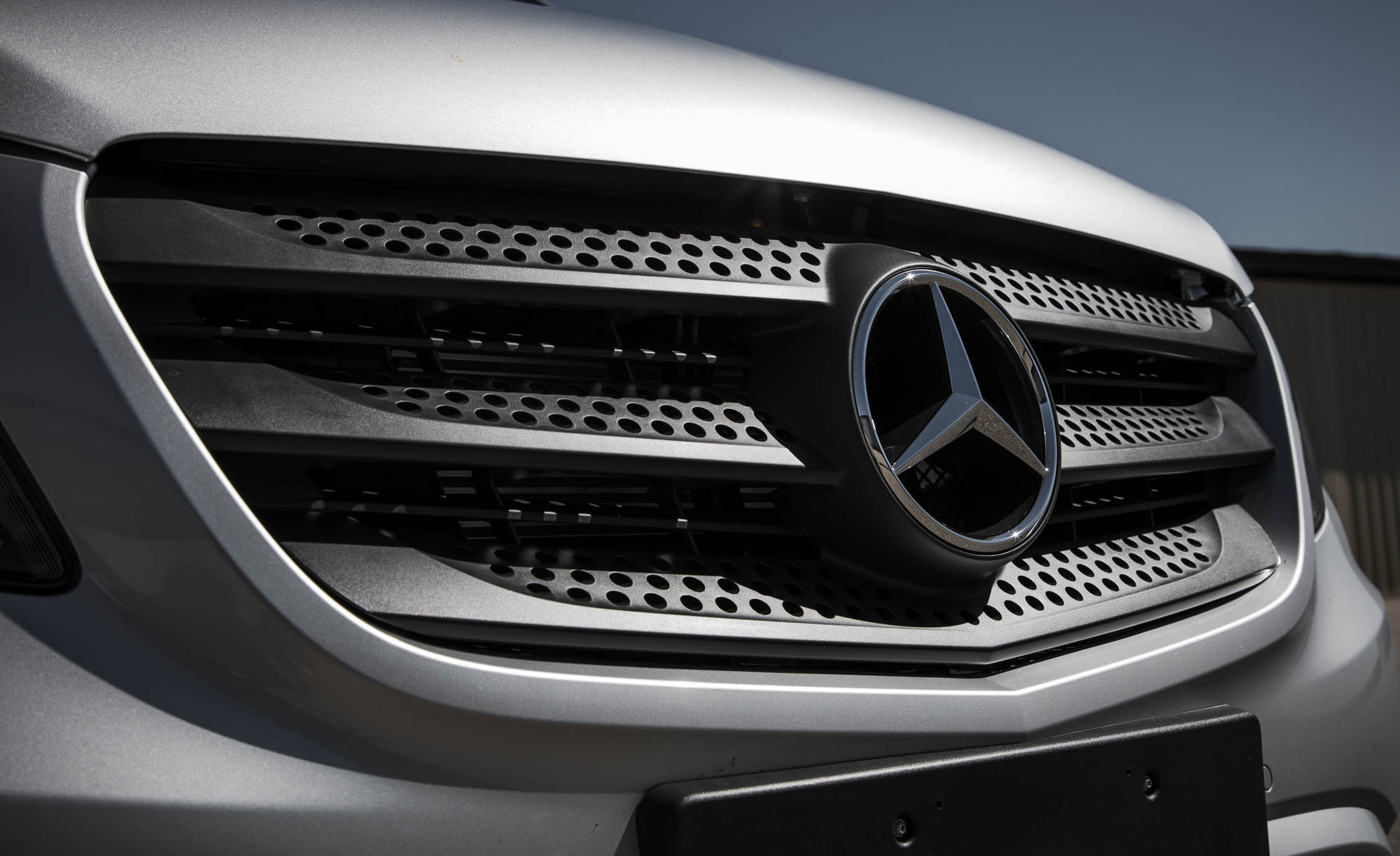 2016 Mercedes-Benz Metris Exterior Grille and Badge