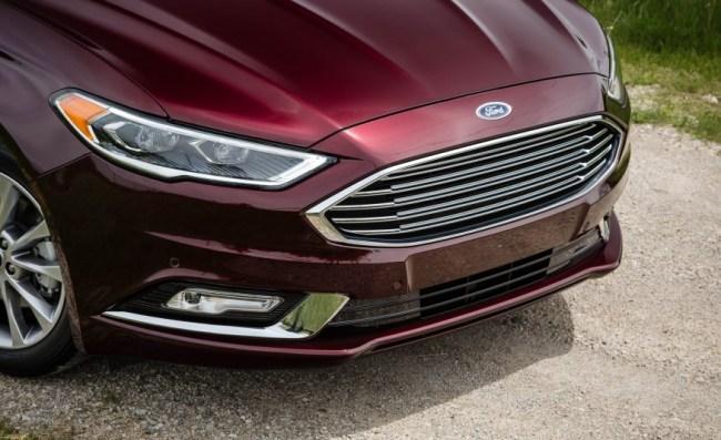 2017-Ford-Fusion-hybrid-114-876x535
