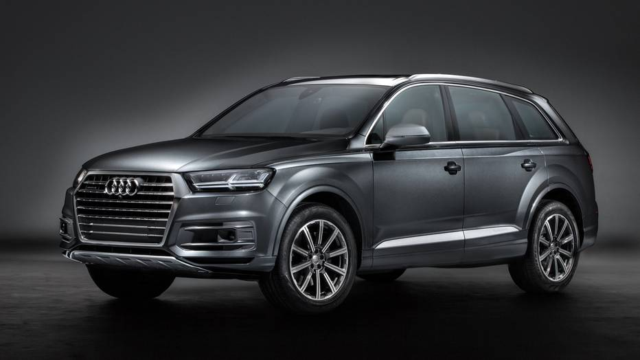 2017 Audi Q7 SUV Side View