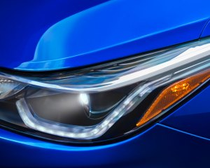 2017 Chevrolet Cruze Headlight View